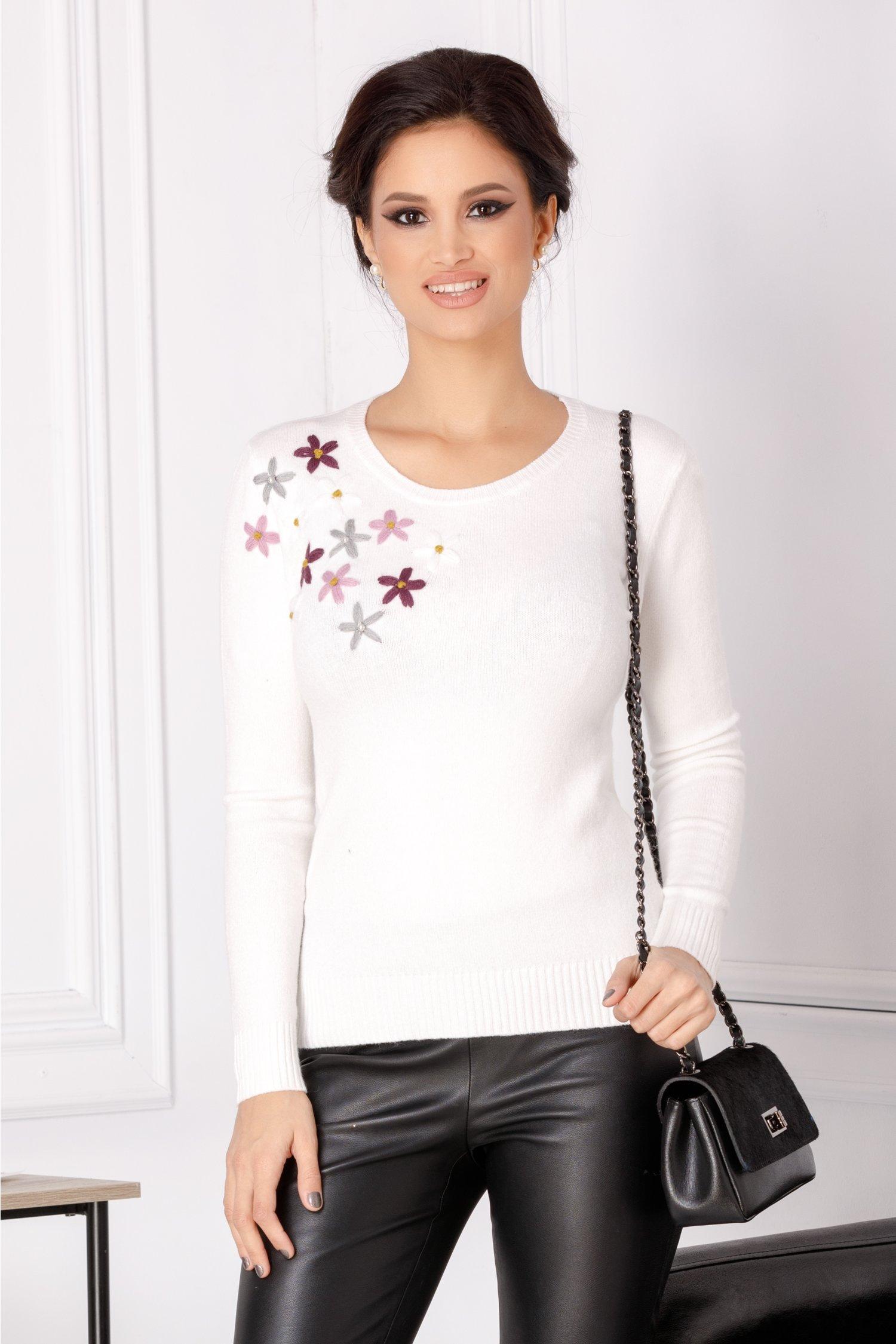 Bluza Camy alba cu flori brodate 3D