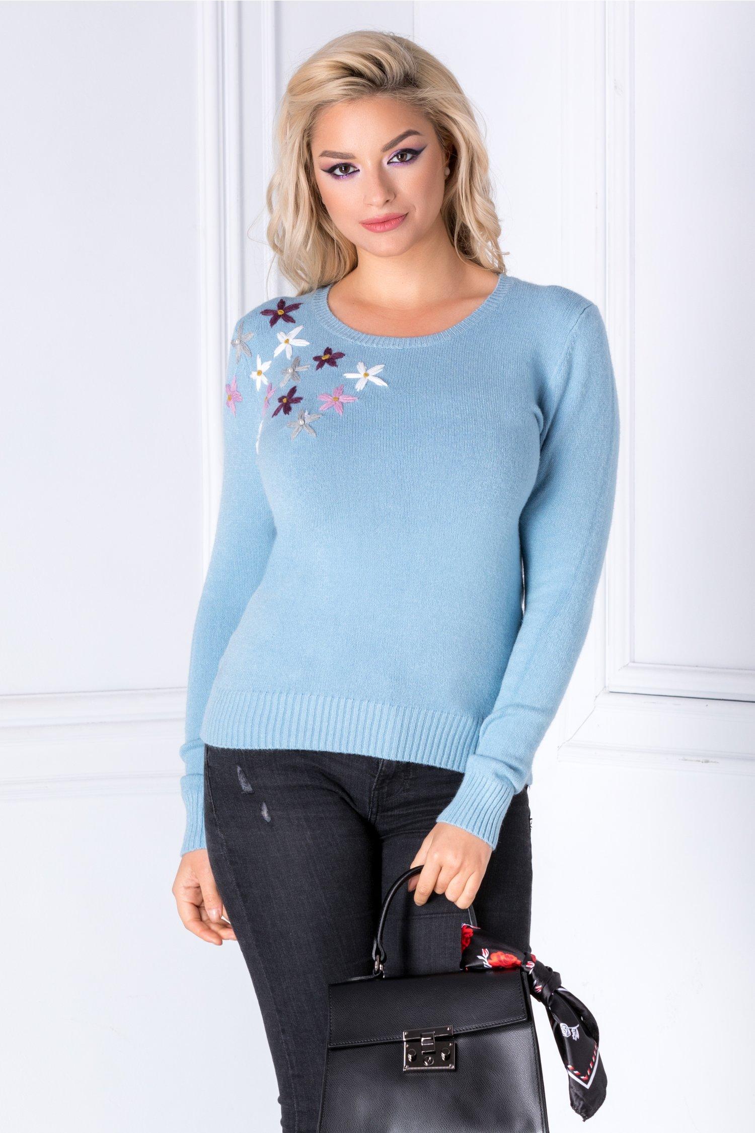 Bluza Camy bleu cu flori brodate 3D