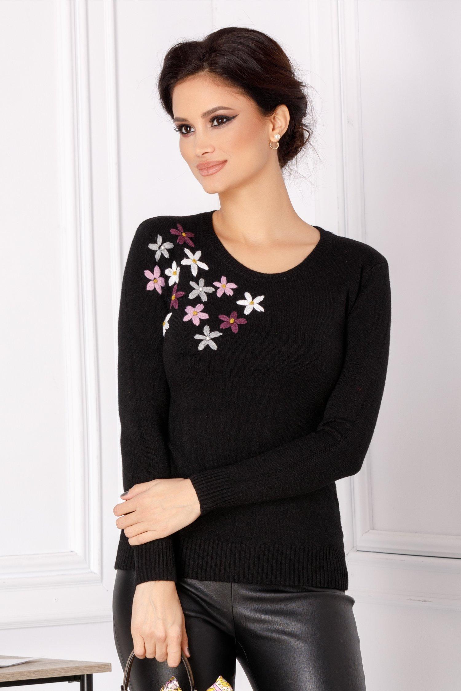 Bluza Camy neagra cu flori brodate 3D