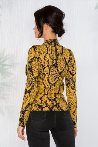 Bluza Carina galbena cu imprimeuri negre si insertii din fir auriu