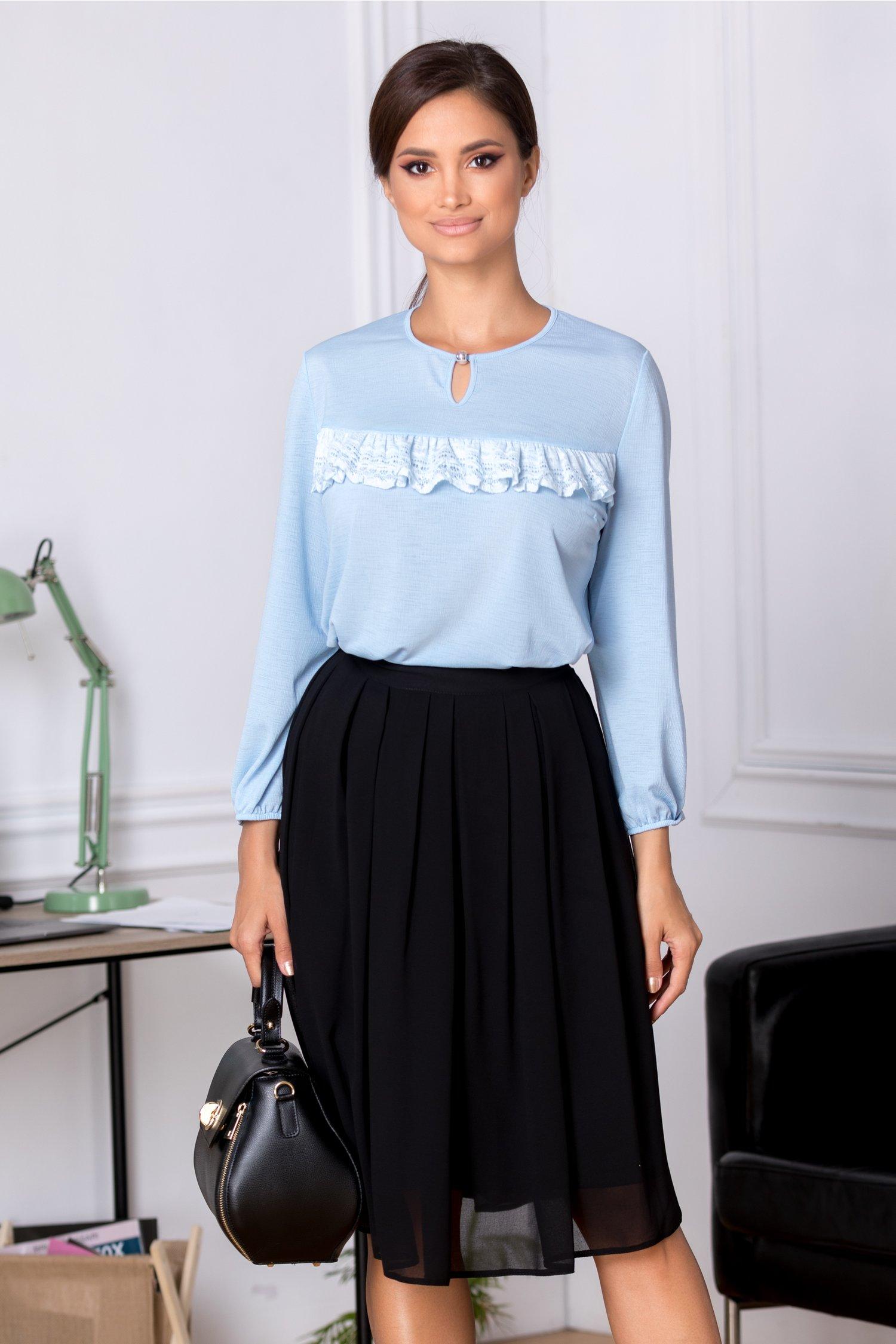 Bluza Cori bleu eleganta cu dantela aplicata la bust
