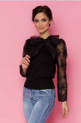 Bluza Crisa neagra cu maneci din organza si broderie florala