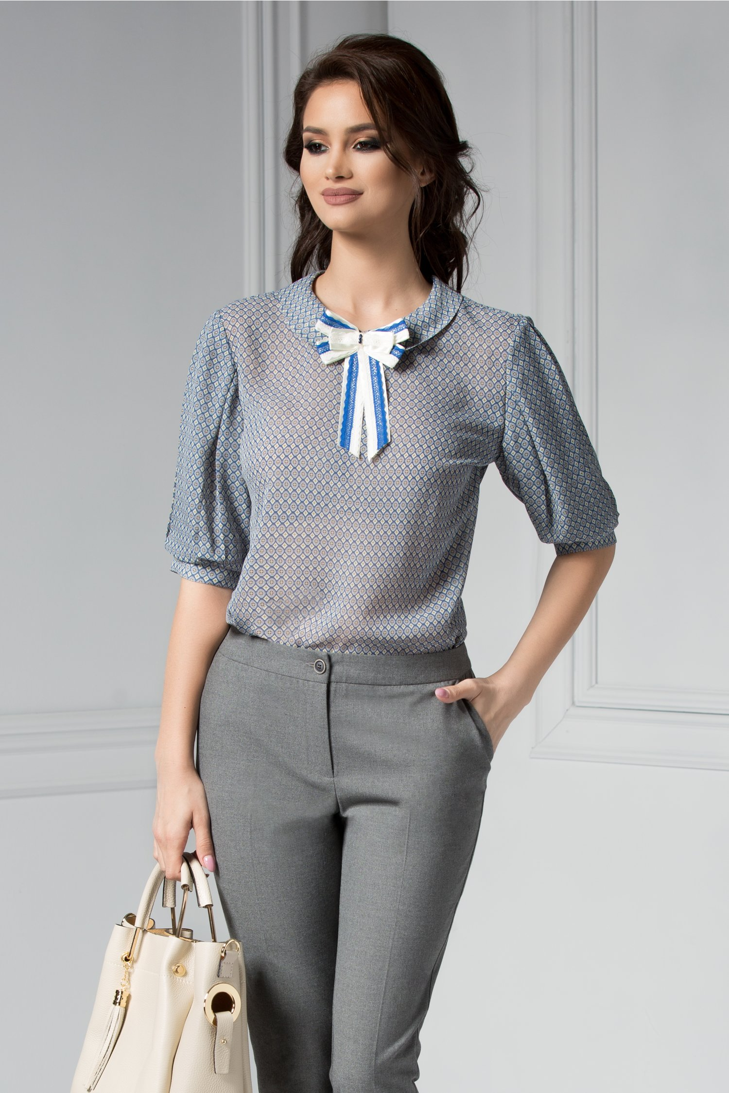 Bluza dama albastra cu funda alba la guler