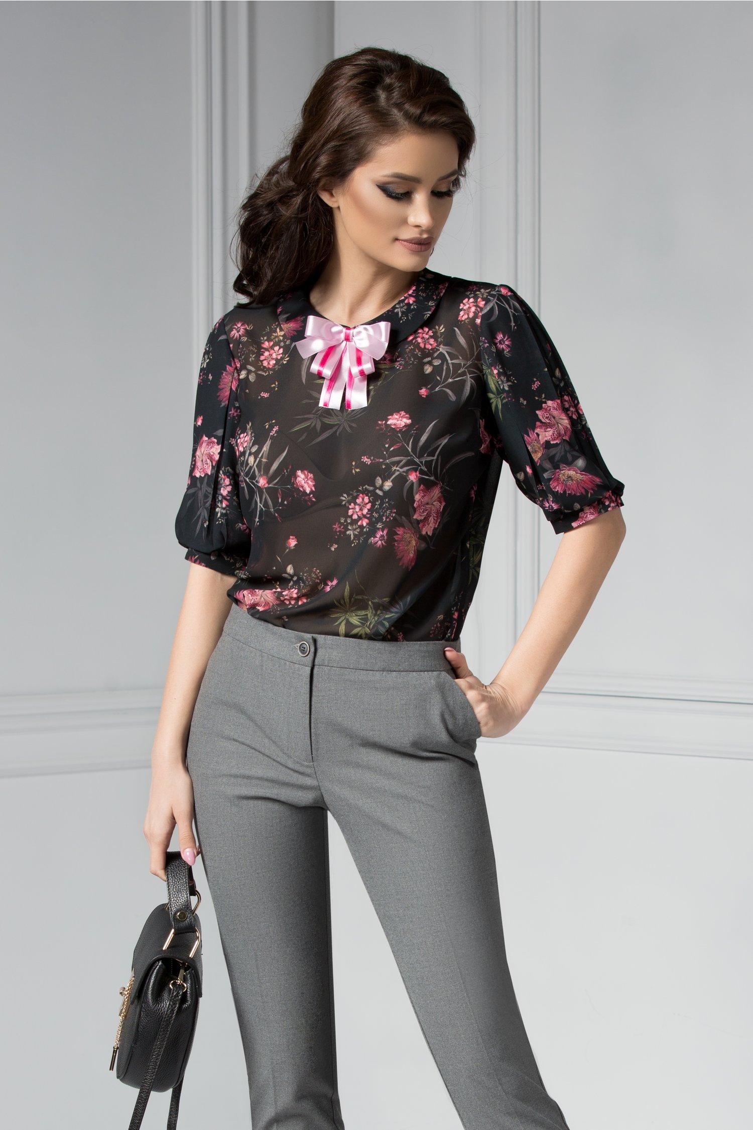 Bluza dama cu imprimeuri florale si funda roz