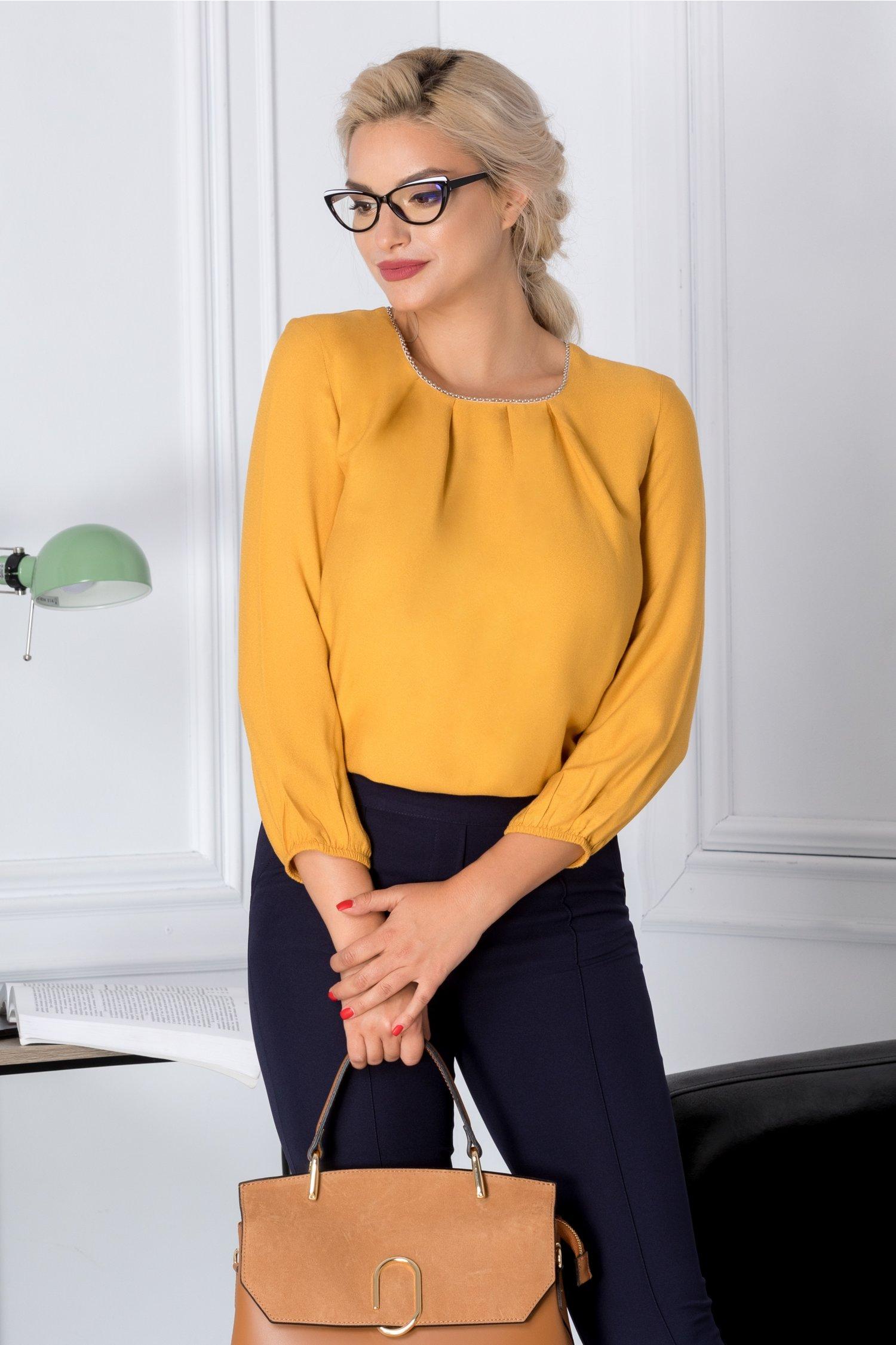 Bluza Diane galben mustar casual cu perlute la guler