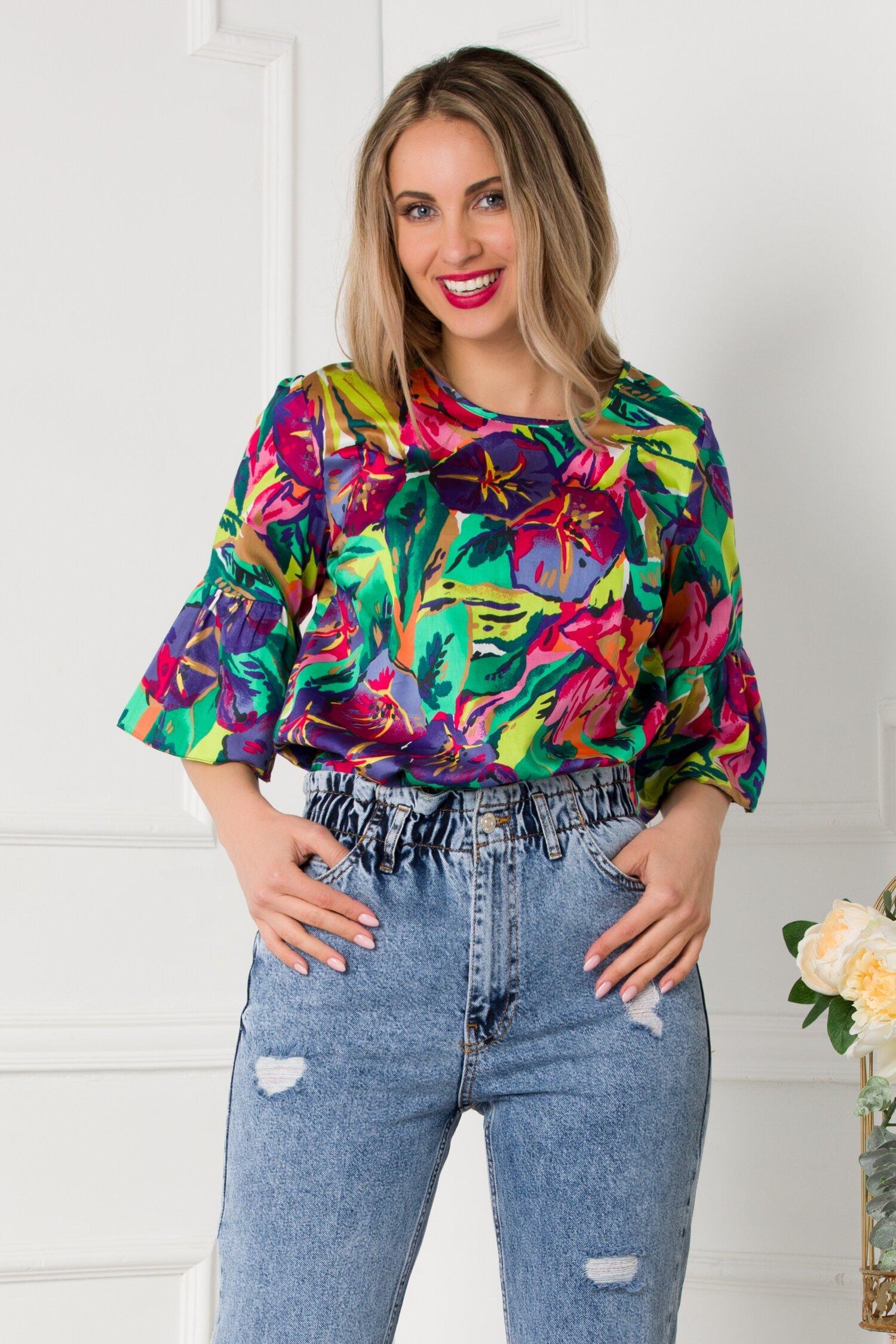 Bluza Dora cu imprimeu multicolor si maneci trei sferturi