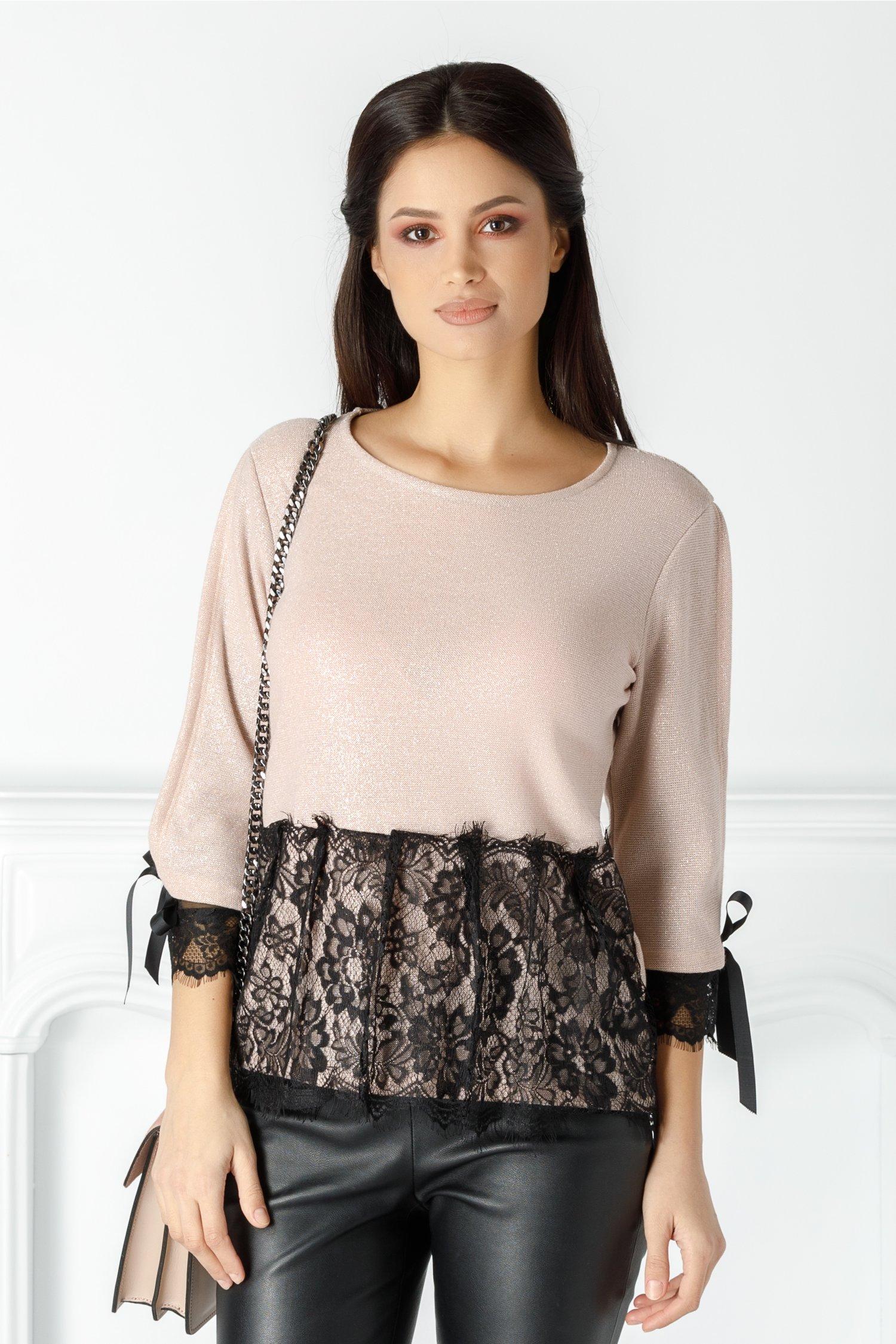 Bluza Emily roz cu dantela si decupaj la spate