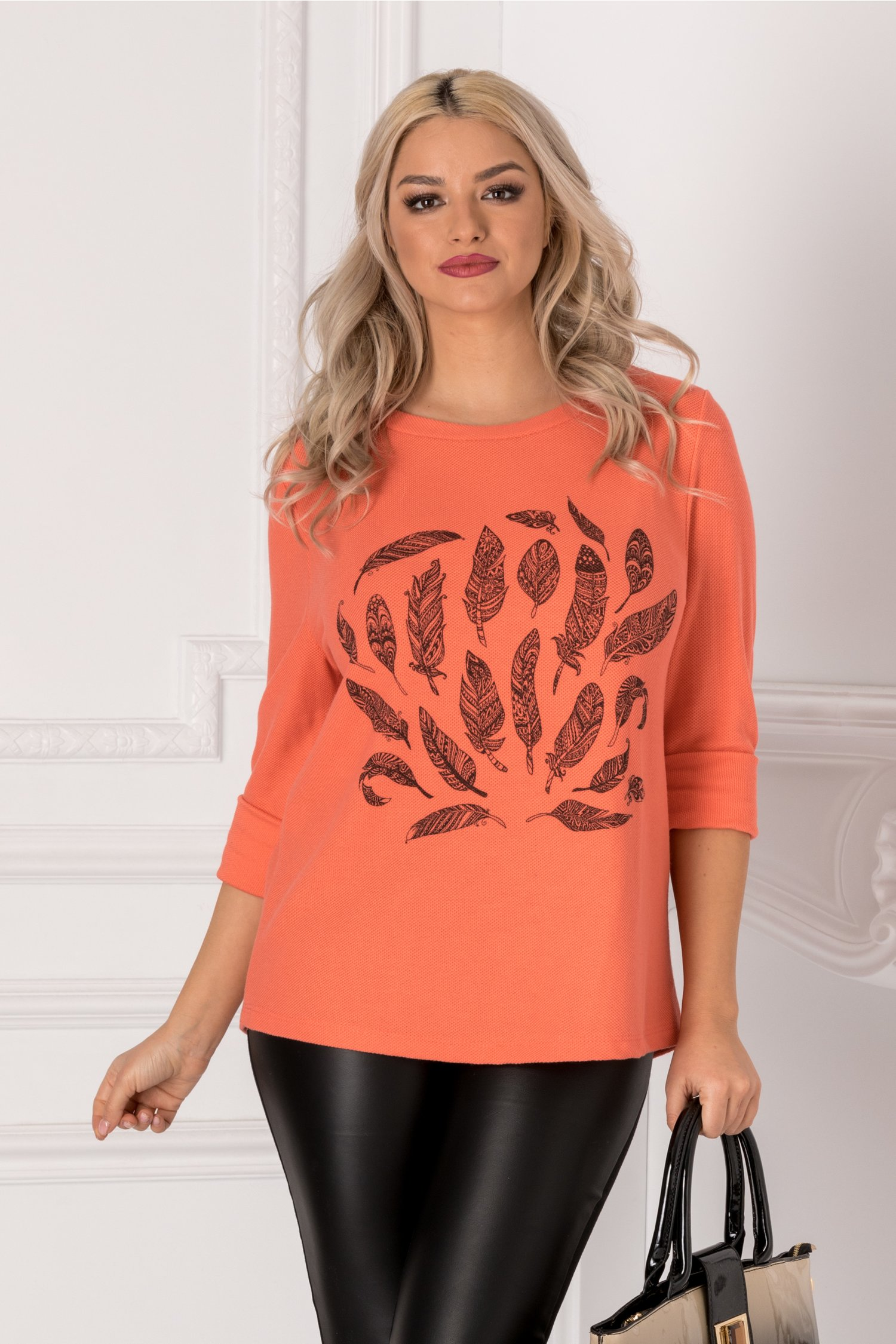 Bluza Feather corai cu imprimeu la bust