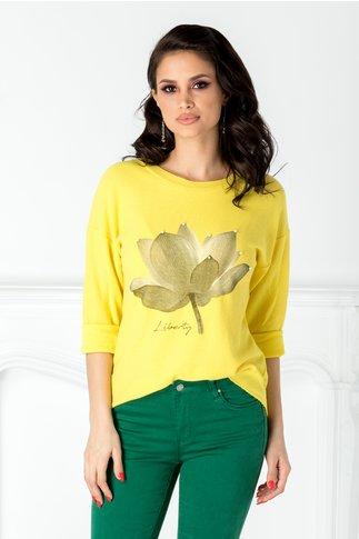 Bluza Flora galbena cu floare si perle la bust