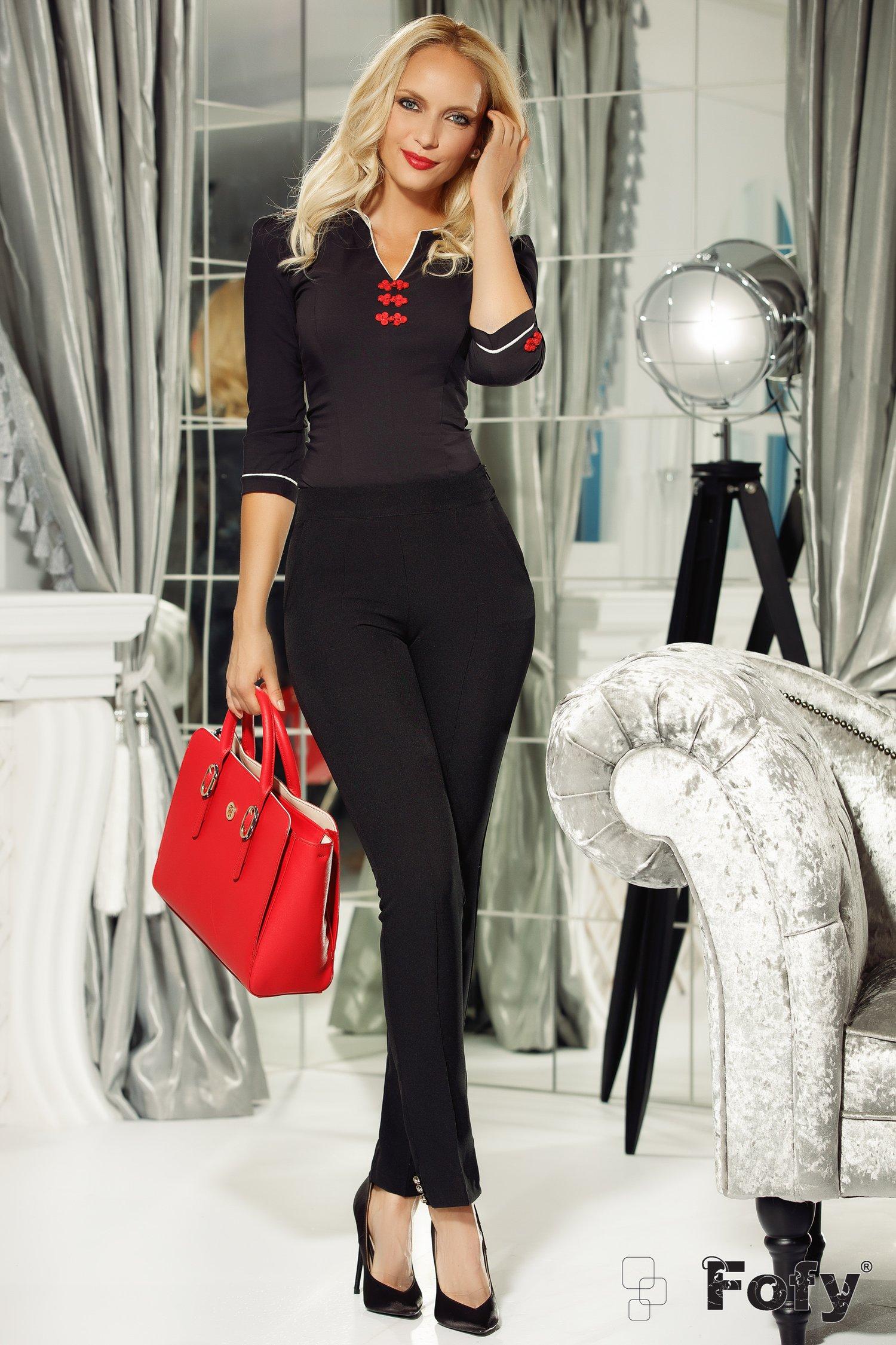 Bluza Fofy neagra cu aplicatii rosii 3D