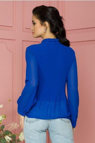 Bluza Ina albastra din voal plisat cu guler tip esarfa