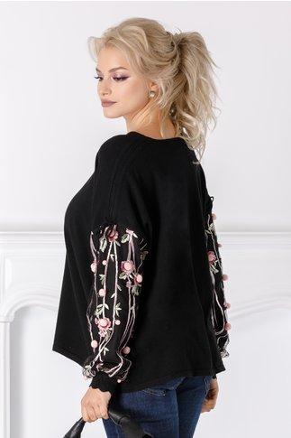 Bluza Kira neagra cu flori 3D la maneci