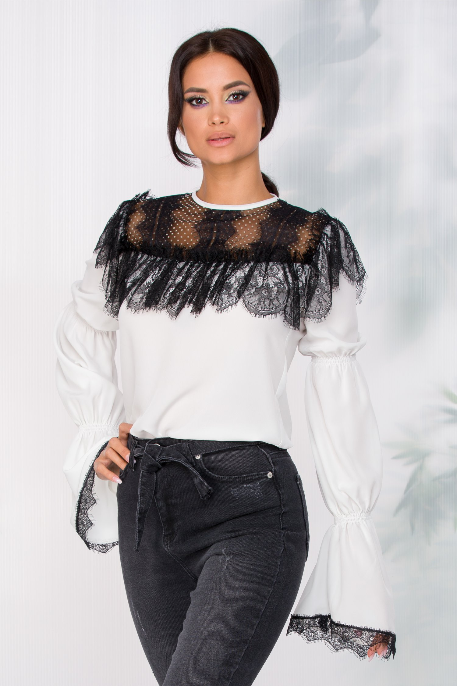 Bluza LaDonna alba cu insertii din dantela chantilly neagra la bust imagine