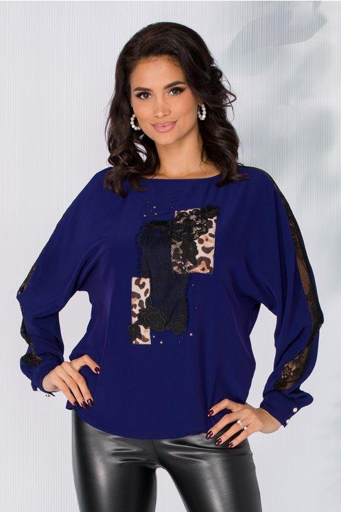 Bluza LaDonna albastra in croi lejer cu insertii din dantela si animal print