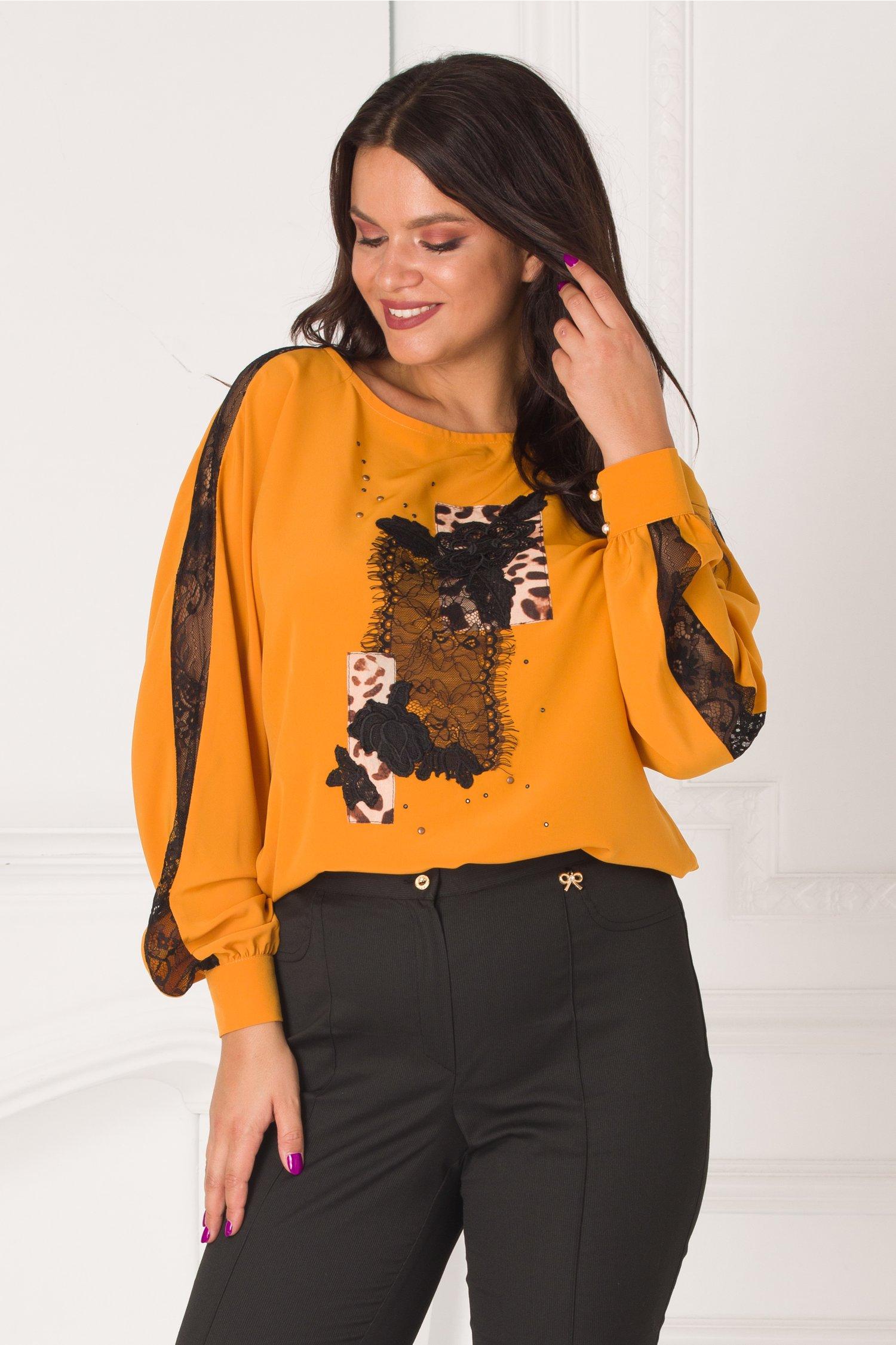 Bluza LaDonna galben mustar in croi lejer cu insertii din dantela si animal print