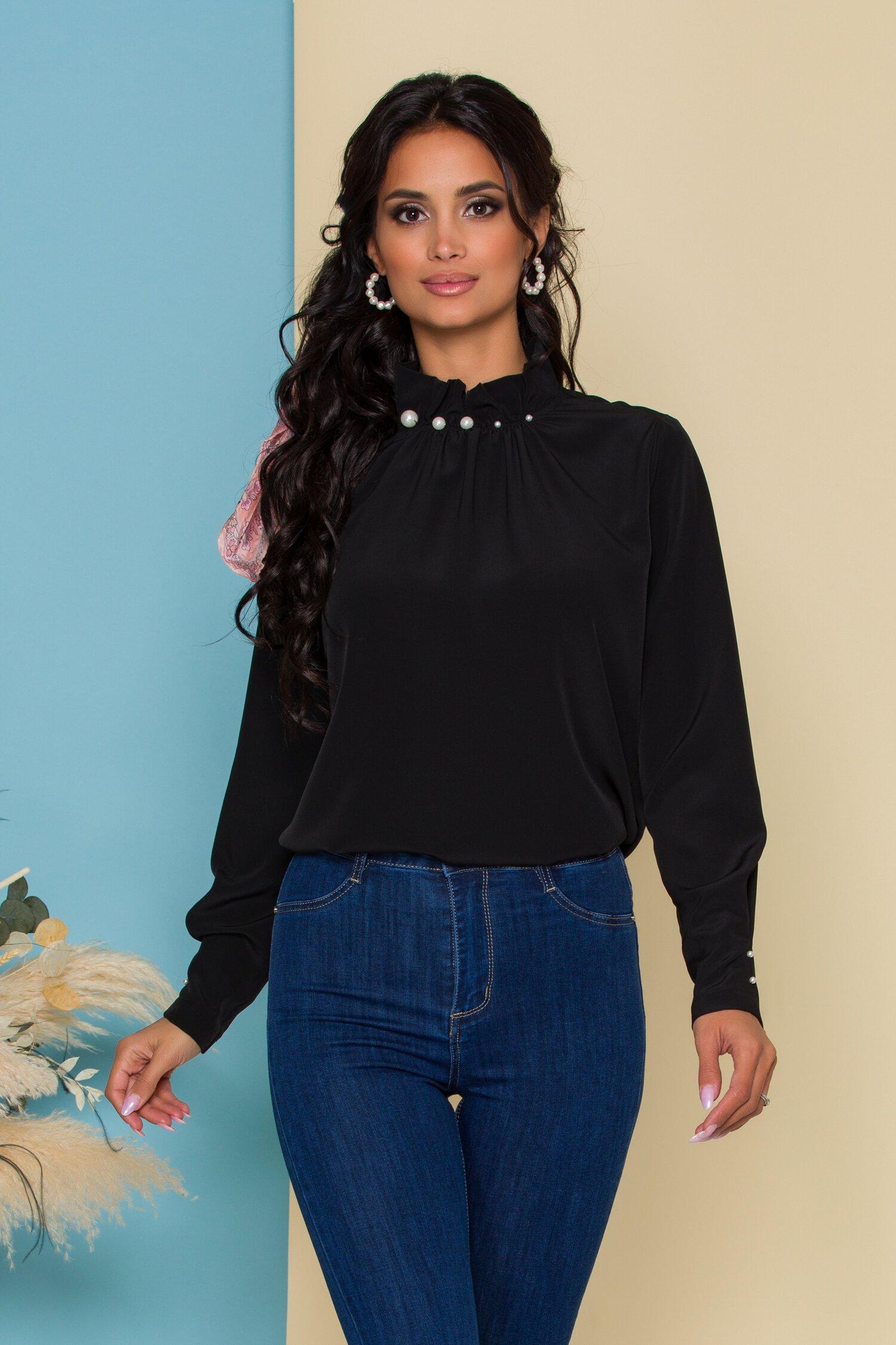 Bluza LaDonna neagra cu guler inalt accesorizat cu perle