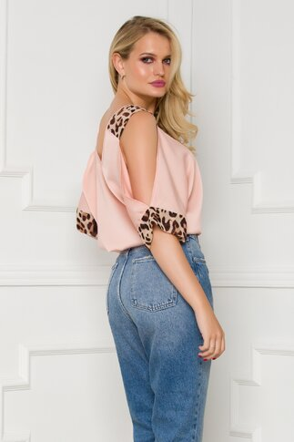 Bluza LaDonna roz pal cu insertii animal print si umeri decupati
