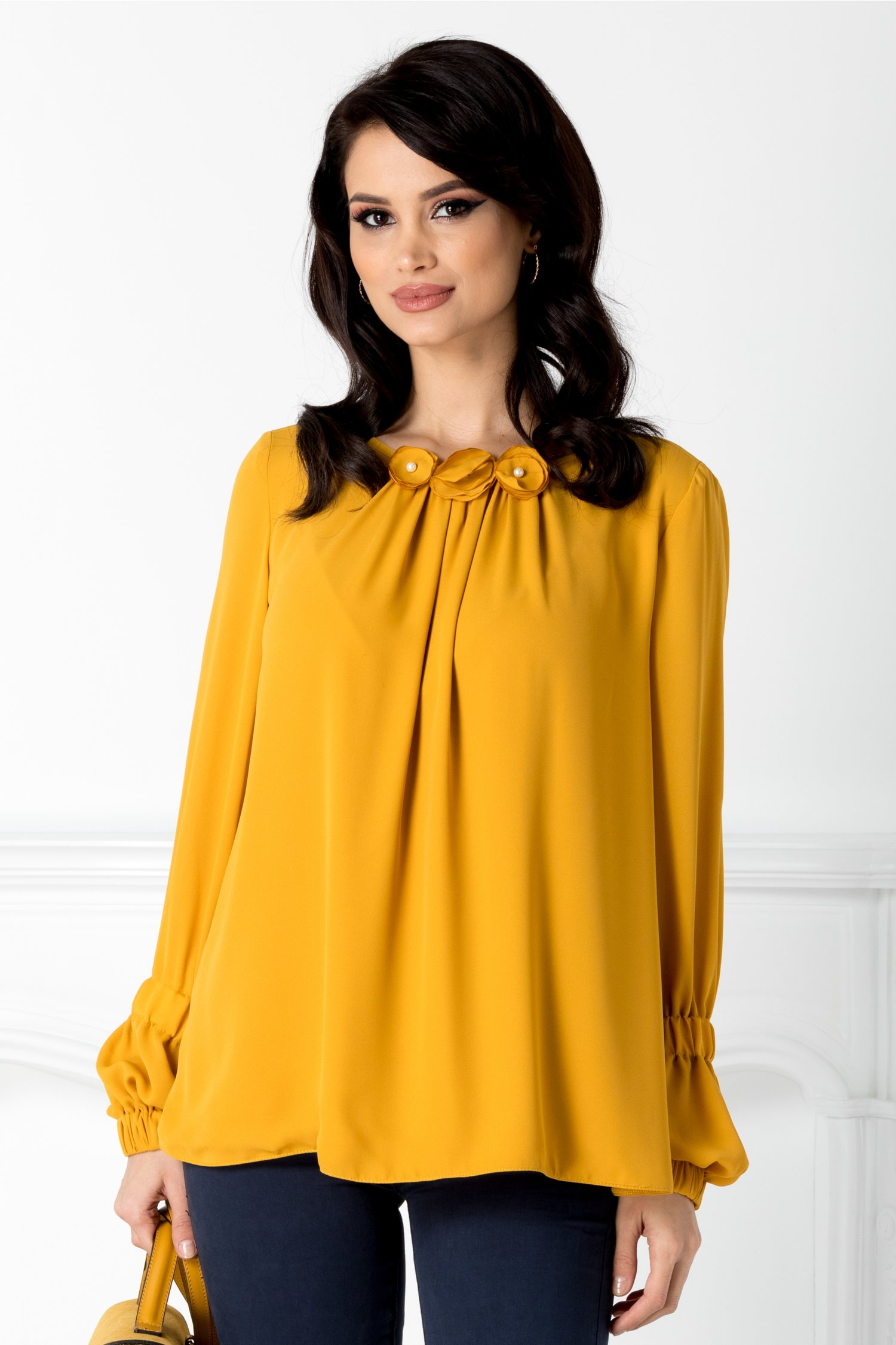 Bluza LaDonna vaporoasa galben mustar cu flori 3D la guler
