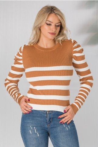 Bluza maro tricot cu dungi albe si nasturi aurii aplicati