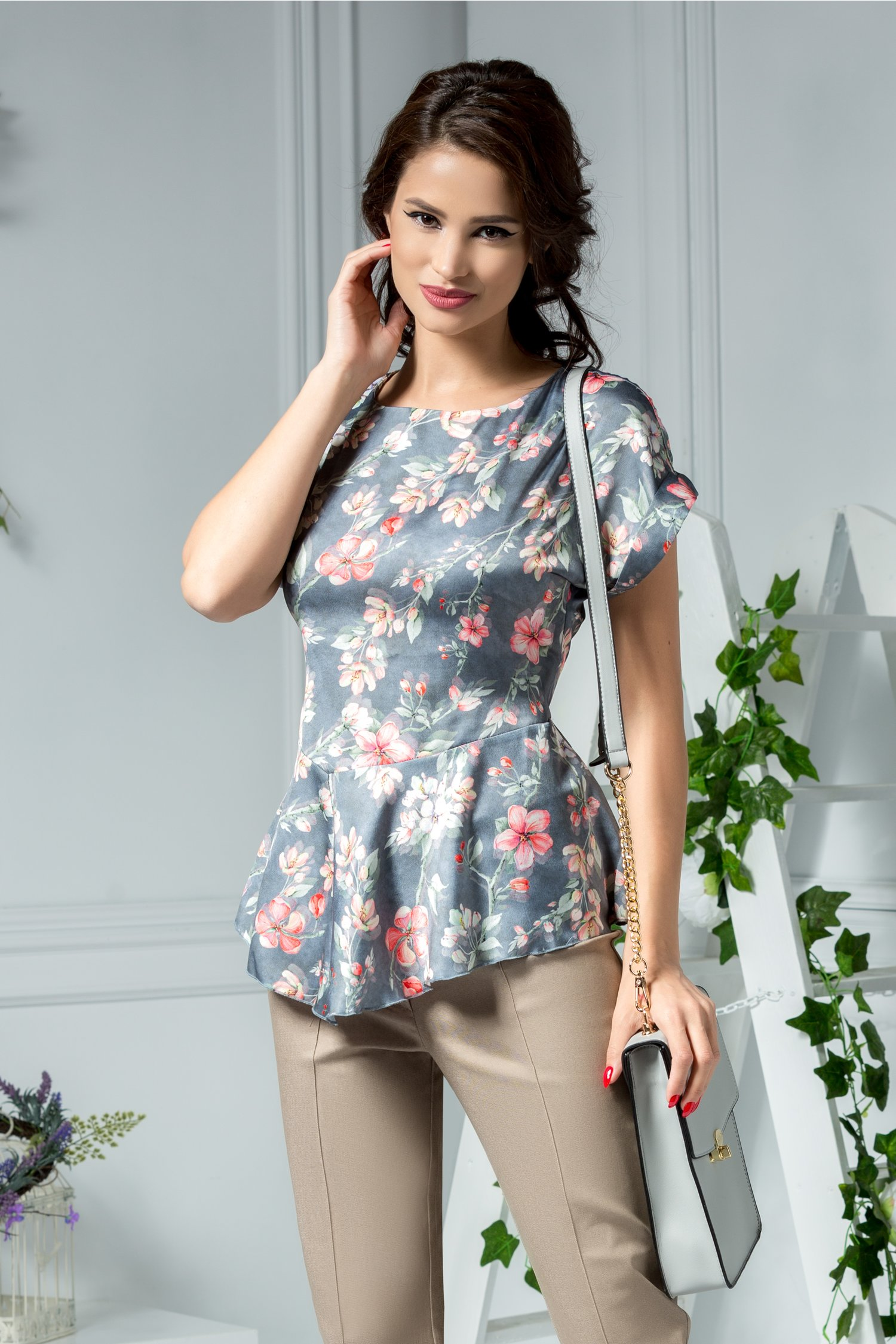 Bluza Marya eleganta gri cu imprimeu floral