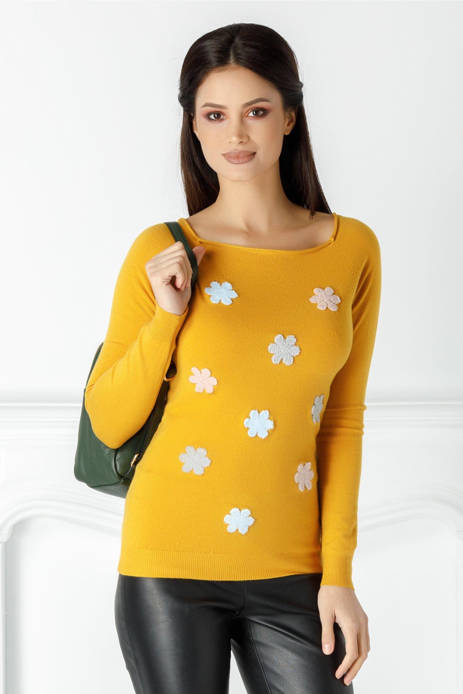 Bluza Mella galben mustar cu floricele brodate