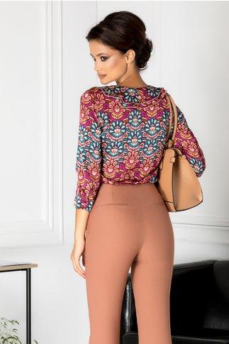 Bluza mov cu imprimeu colorat si volanase
