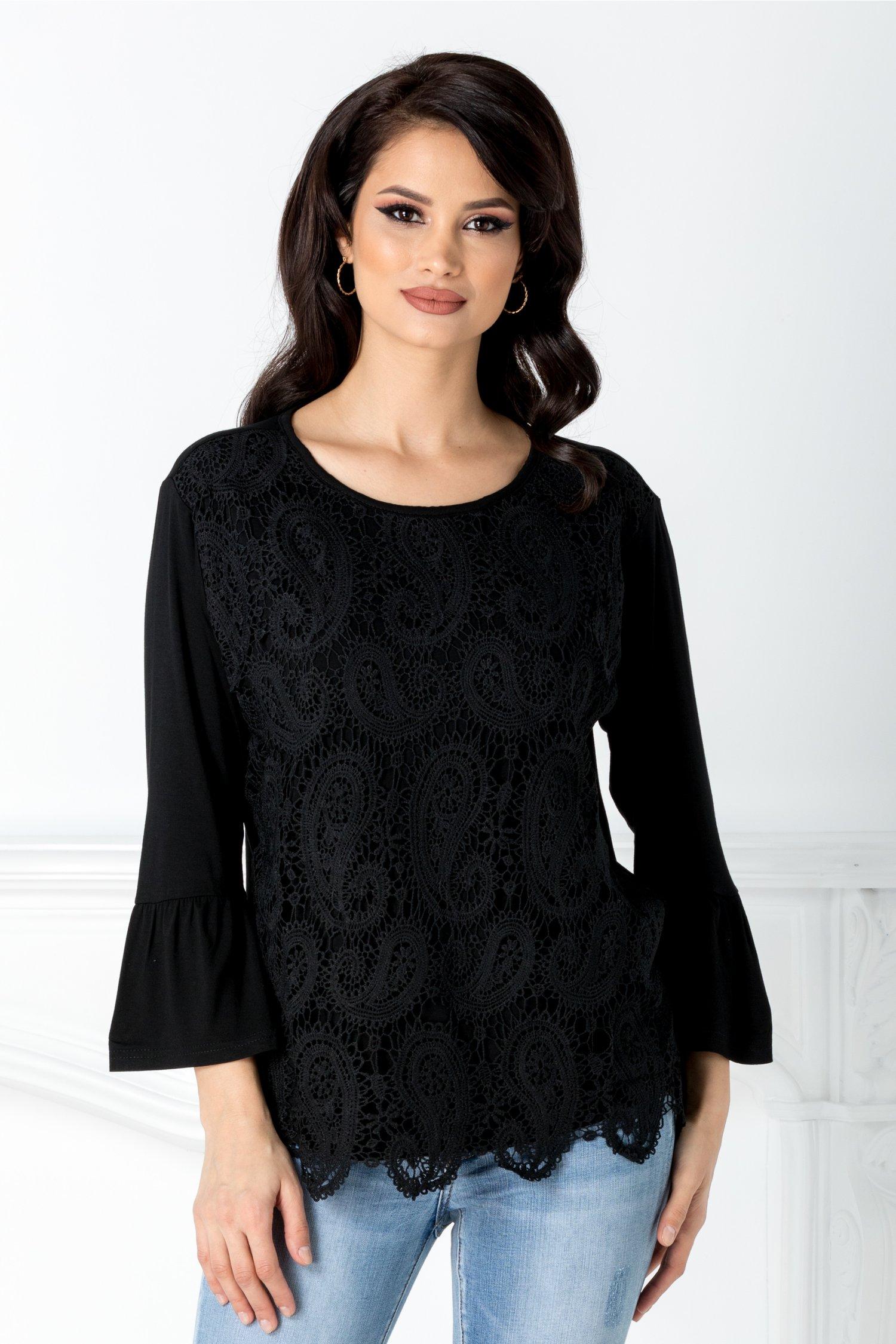 Bluza neagra cu dantela florala