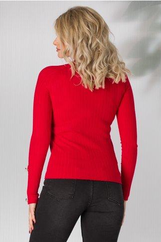 Bluza rosie tricot cu nasturi aurii aplicati pe umeri si maneci