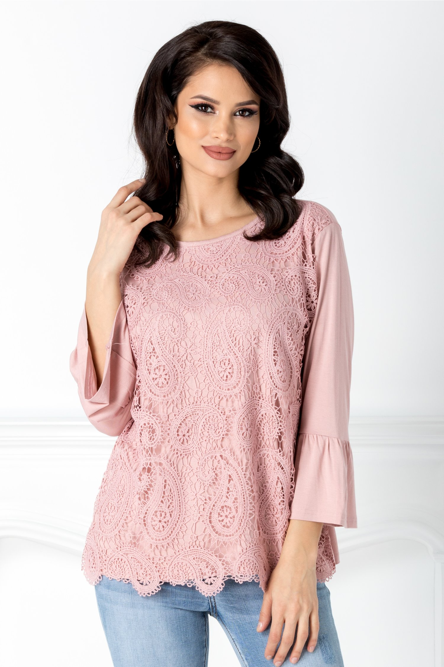 Bluza roz cu dantela florala