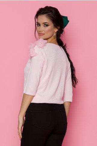 Bluza roz tip tricot cu flori 3D aplicate pe umeri si maneci trei sferturi