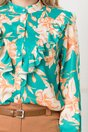 Bluza turcoaz cu imprimeuri florale discrete si volane la bust