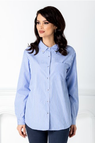 Camasa albastra cu dungi albe si aplicatii la guler