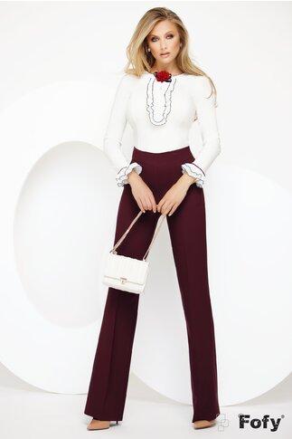 Camasa Fofy cu jabou elegant conturat cu negru si brosa bordo inclusa
