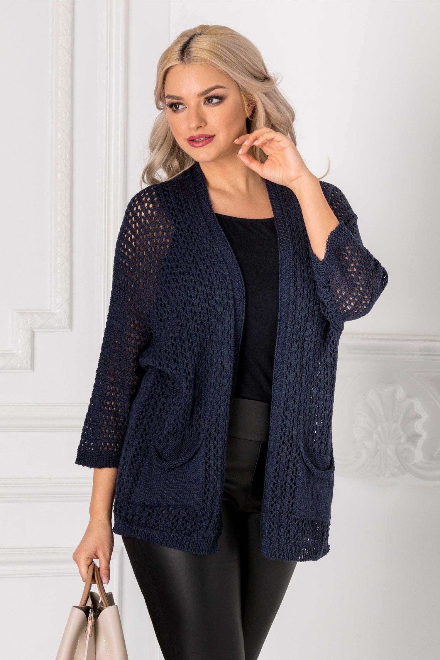 Cardigan bleumarin tricotat cu gaurele
