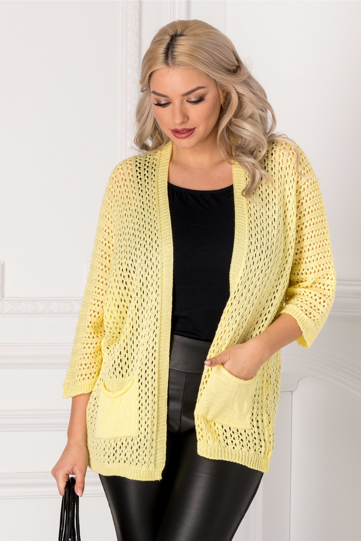 Cardigan galben tricotat cu gaurele thumbnail