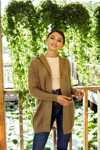 Cardigan maro tricotat cu perforatii si gluga