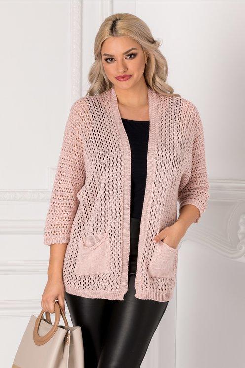 Cardigan roz tricotat cu gaurele