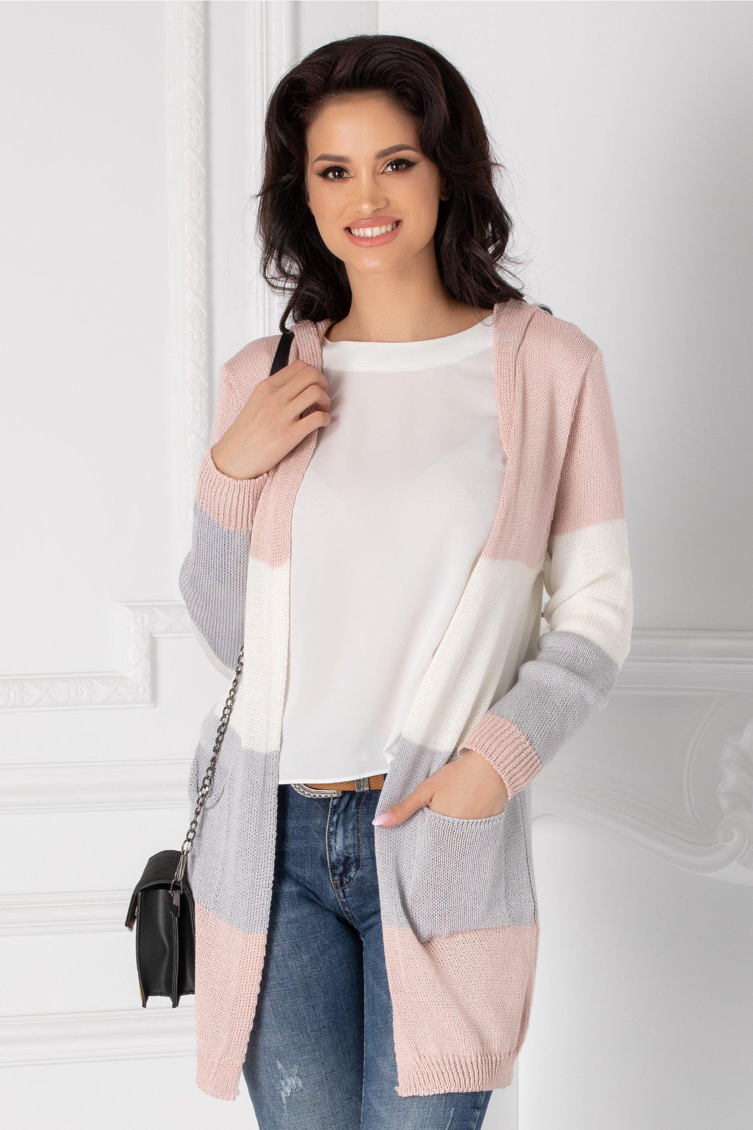 Cardigan roz tricotat cu gluga
