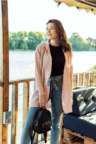 Cardigan roz tricotat cu perforatii si gluga