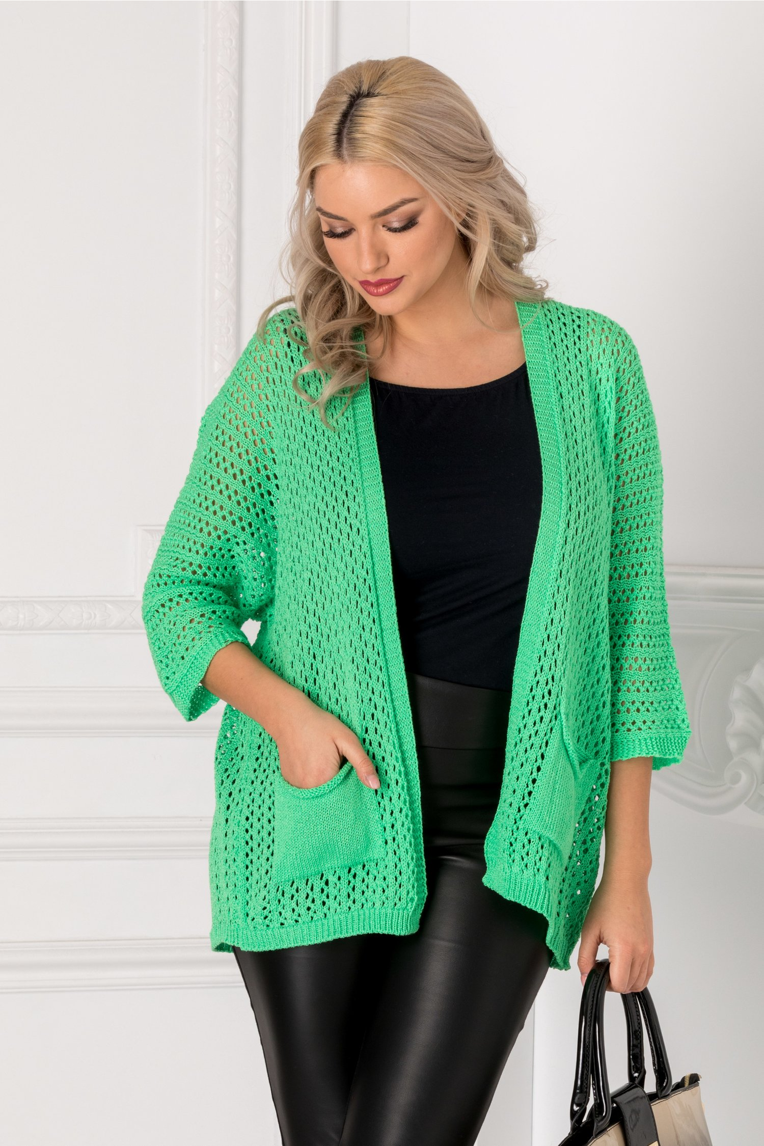 Cardigan verde tricotat cu gaurele