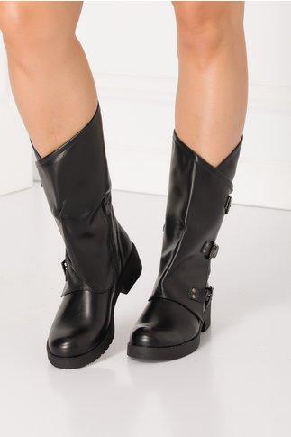 Cizme negre cu design petrecut si inchidere cu catarame in lateral