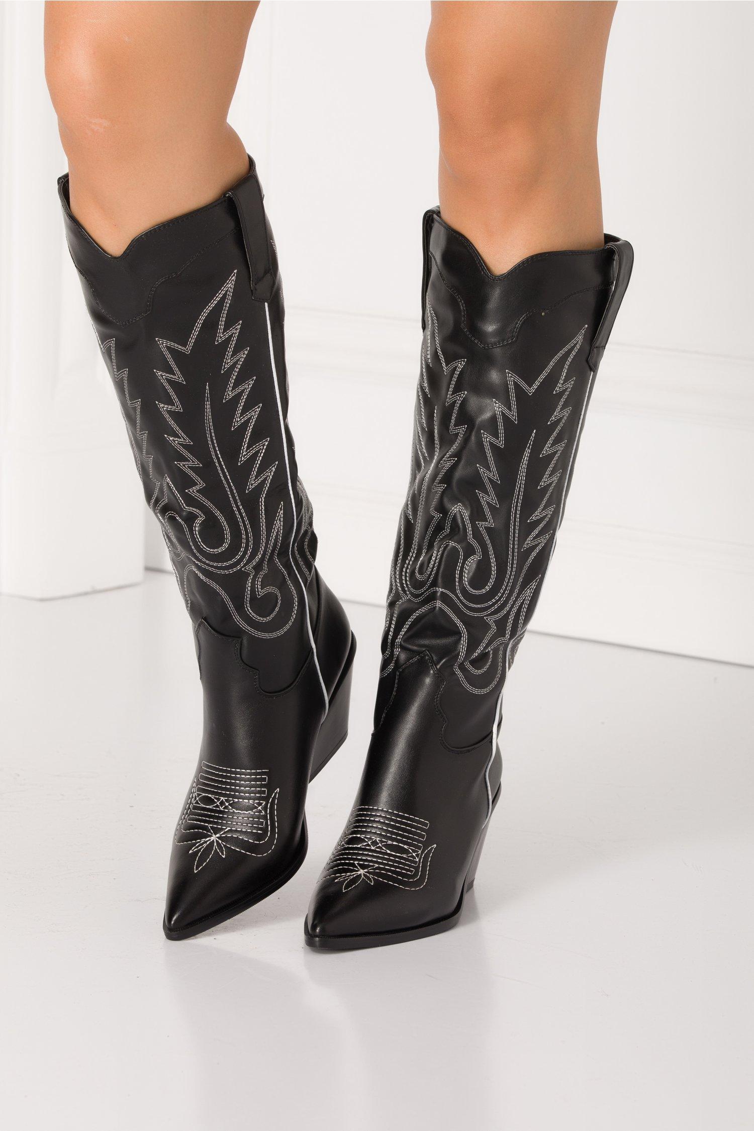 Cizme negre lungi stil ciocata cu cusaturi decorative albe