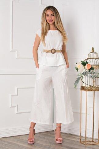 Compleu Alina alb cu tricou si pantaloni trei sferturi evazati
