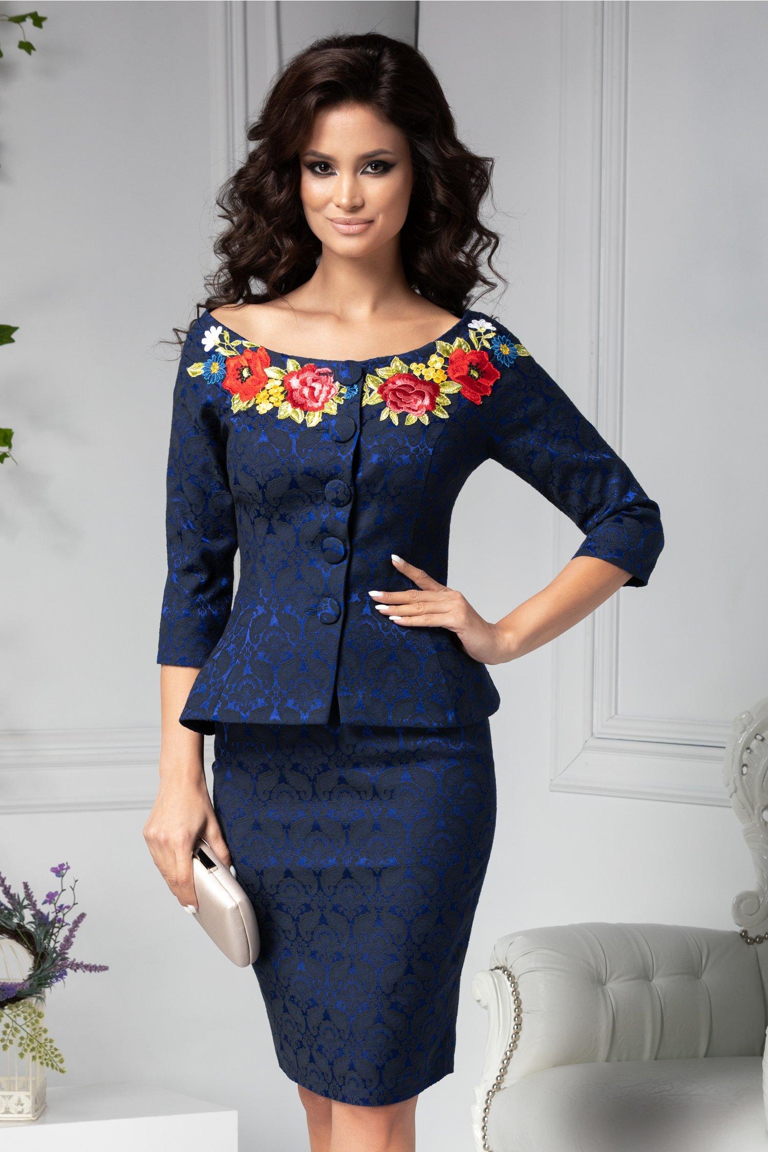 Compleu dama bleumarin cu detalii florale si broderie
