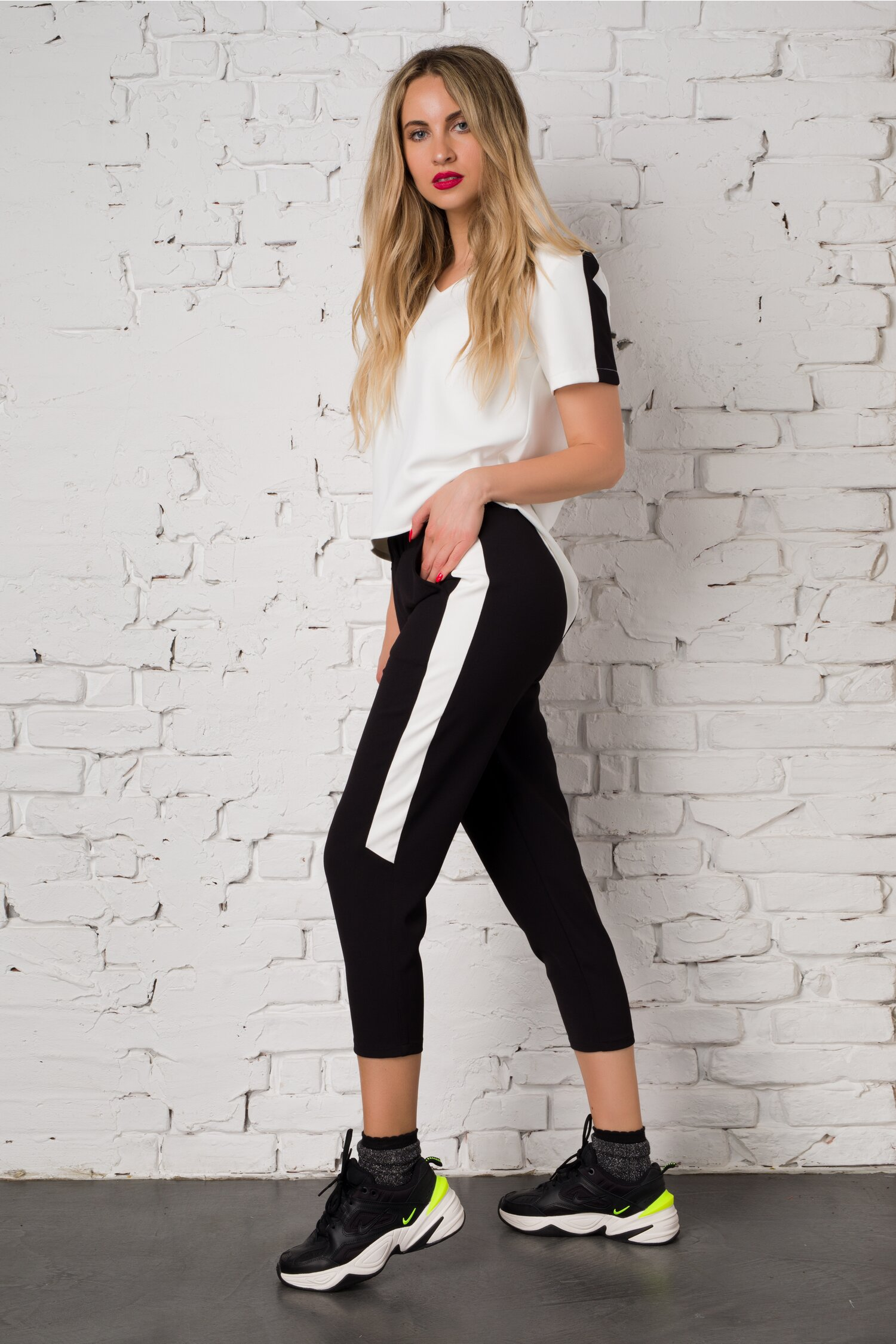 Compleu Ella Collection Valeria cu top alb si pantaloni negri