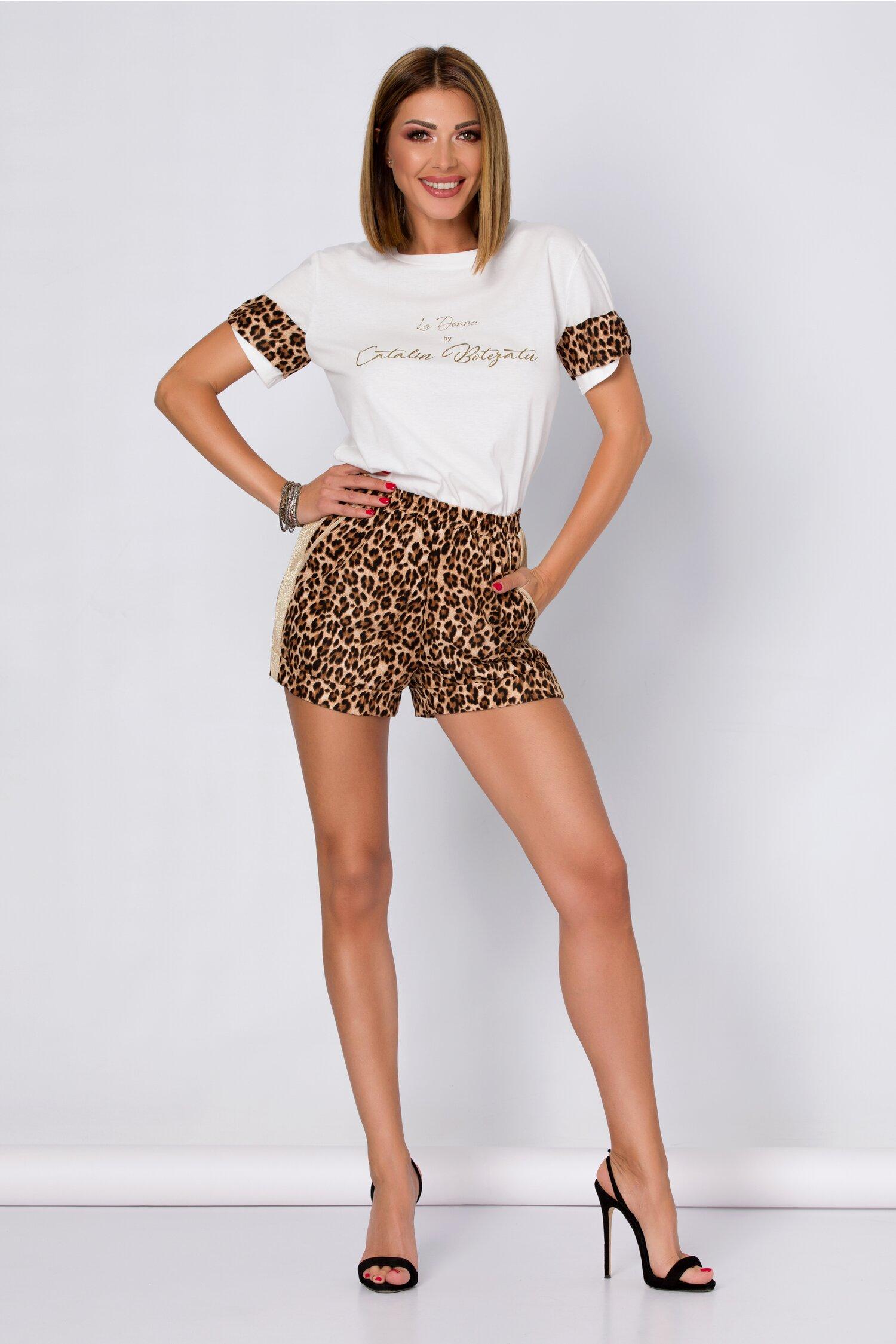 Compleu LaDonna by Catalin Botezatu cu tricou alb si pantaloni scurti animal print