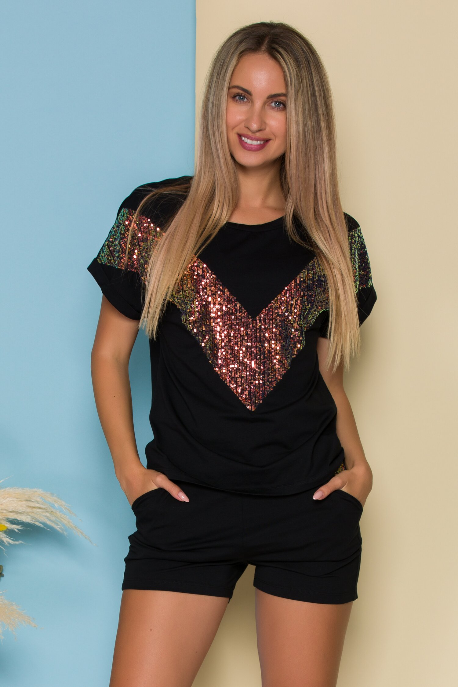 Compleu LaDonna by Catalin Botezatu negru cu tricou si pantaloni scurti cu paiete