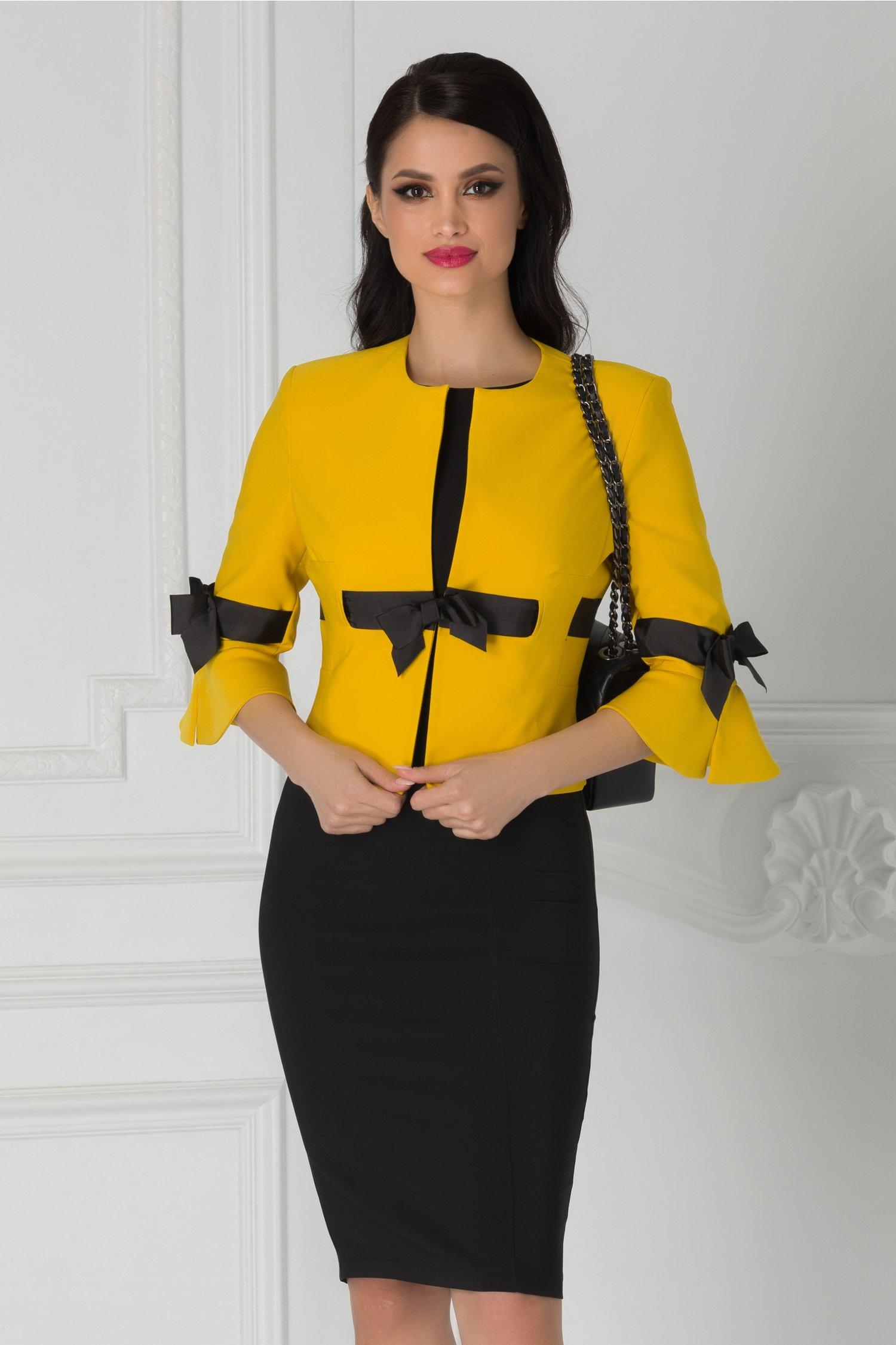 Compleu LaDonna cu sacou galben si rochie neagra