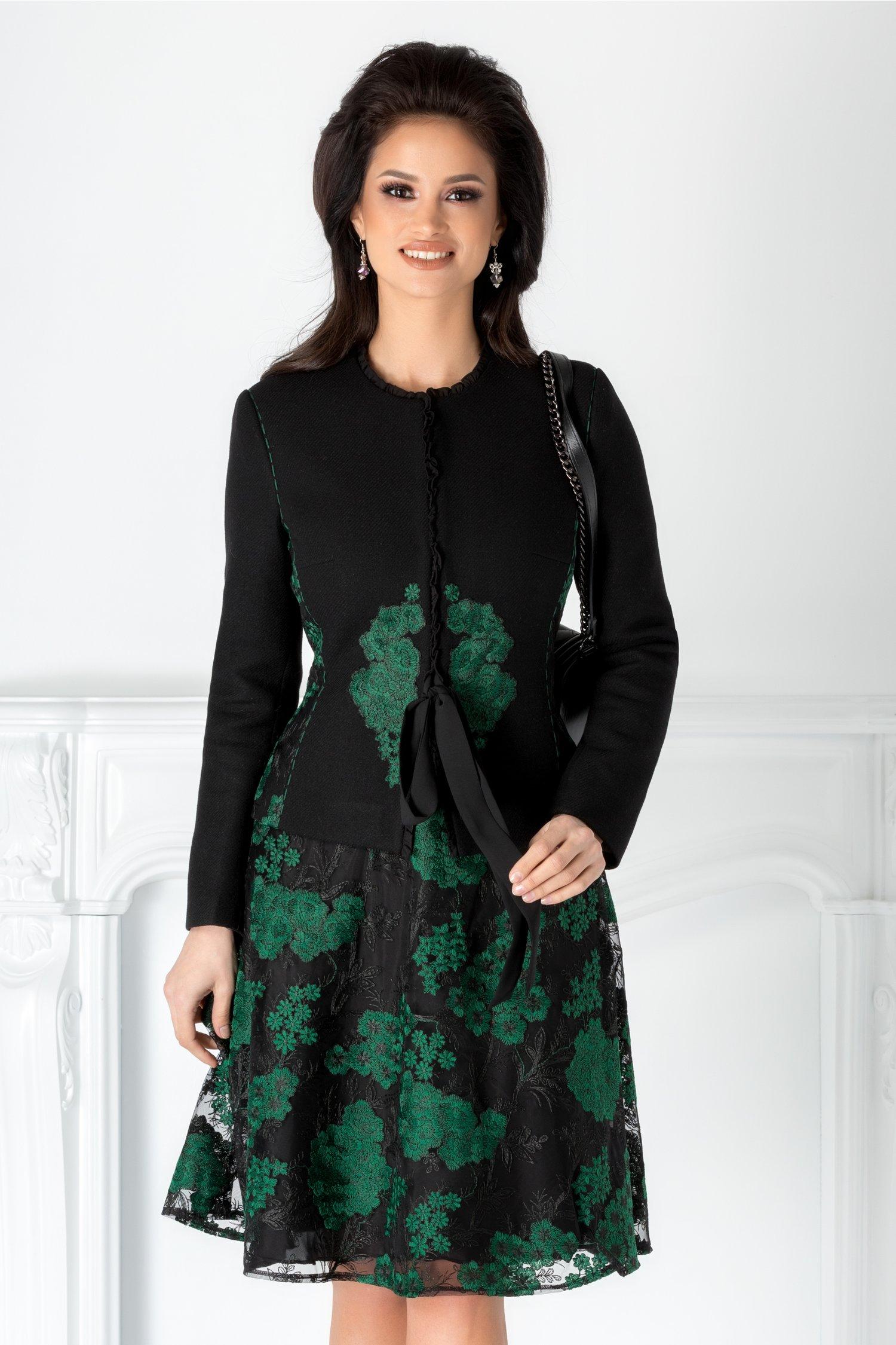 Compleu LaDonna negru cu fusta si broderie verde
