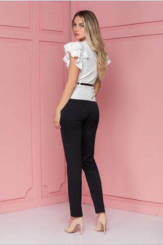 Compleu Sara cu pantaloni negri si bluza cu imprimeu